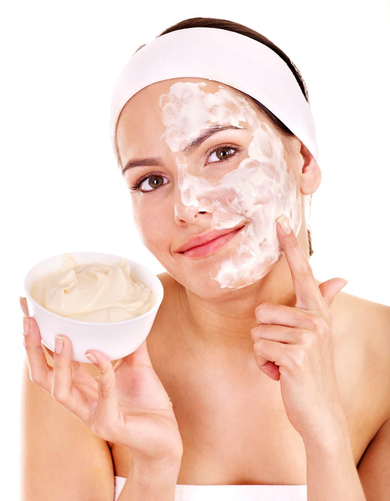 Bal, Yoğurt ve Yağ Kullanarak Yüz Maskesi Nasıl Yapılır