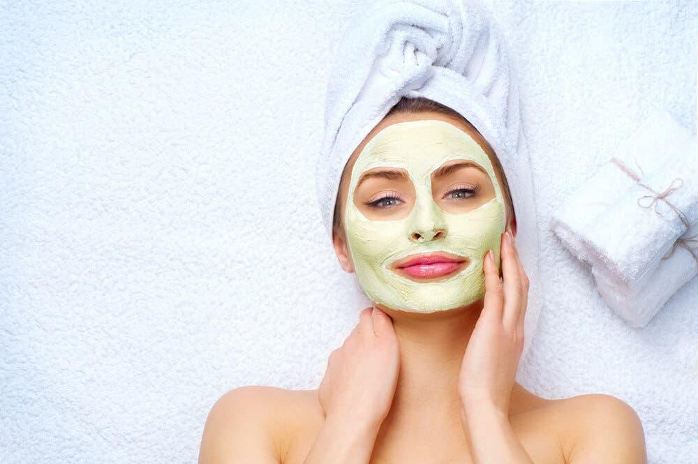 Kuru ve çatlamış ciltler için evde yapılabilecek en iyi maskeler