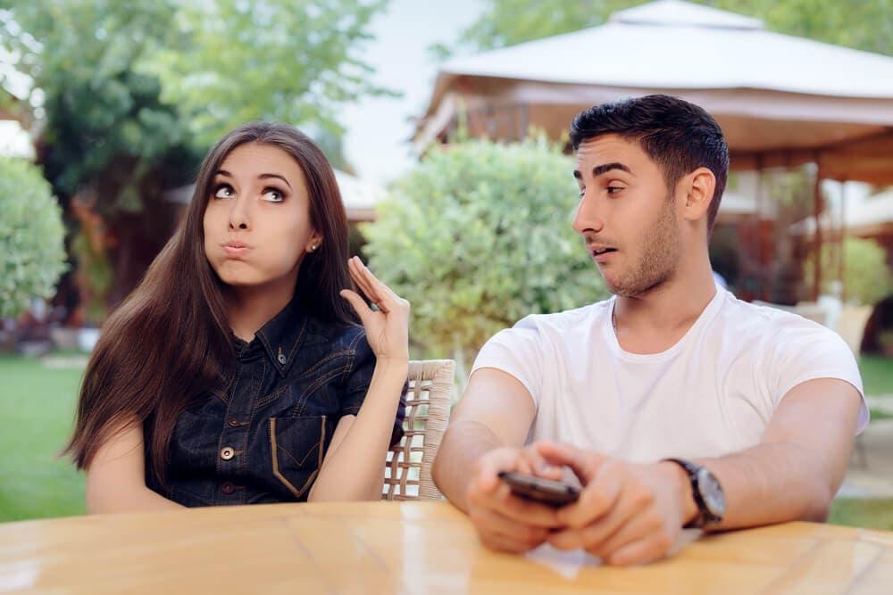 Kocanızın ilgisini çekmeye çalışmaktan yorulduysanız yapabileceğiniz 5 şey
