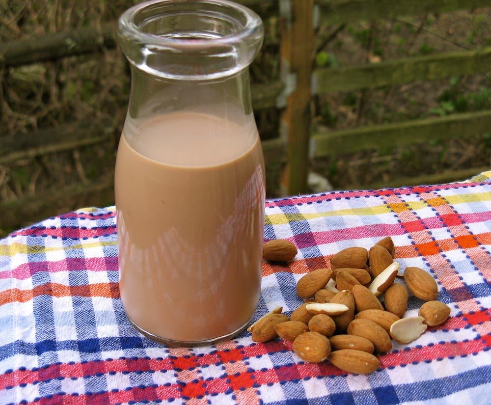 Badem Sütü Ne İşe Yarar: Badem Sütünün Faydaları