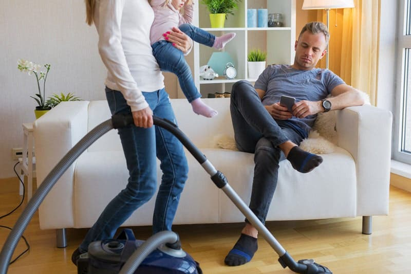 Kocanız tembel mi? Onu koltuktan kaldırmanın yolları