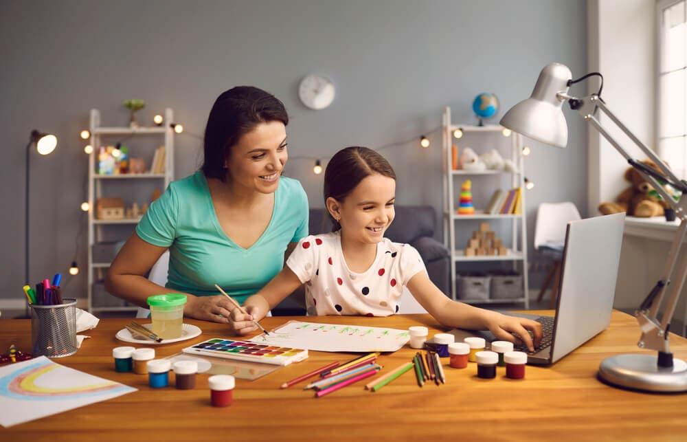 Covid-19: Çevrimiçi öğrenmede ebeveynler