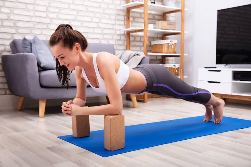 Yoga blokları ile yapabileceğiniz 10 güç egzersizi 2021