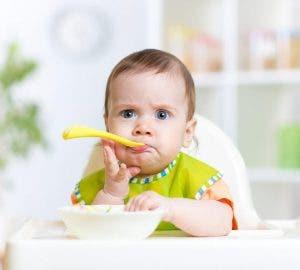 bebeklerde katı gıdaya geçiş